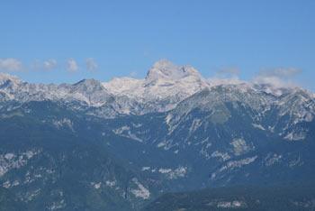 Pri Orožnovi poti se prične neoznačena steza na brezpotni Lisec, stranski greben Spodnjih Bohinjskih gora.