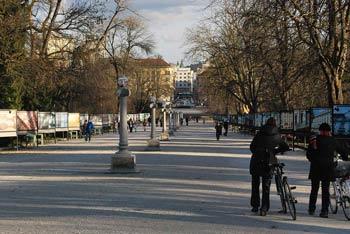 Park Tivoli se nahaja ob središču Ljubljane. Je prostran in prijazen mladim družinam.
