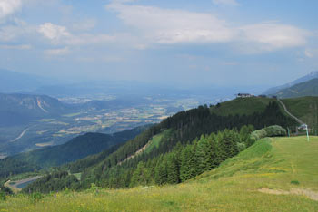 Peč-Tromeja je vrh, ki je dobil ime, kjer se nahaja na točki med Slovenijo, Avstrijo in Italijo.