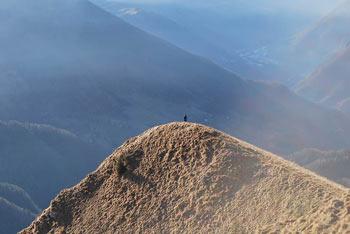 Porezen je izvrsten razglednik poleg Kojce s katerega se odlično vidi Črna prst in Soriška planina.