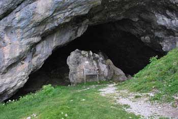 Potočka Zijalka je znano arheološko najdišče nad Solčavo.