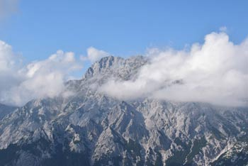 Planjava se skriva za oblaki, najlepše pa se jo vidi z Rzenika.