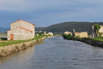 Sečoveljske soline Fontanigge nudijo izvrsten sprehod ob reki Dragonji, v njenem izlivu v morje pa se lahko tudi skopamo.