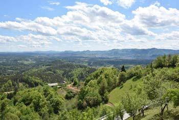 Šentjungert se nahaja nad Galicijo.