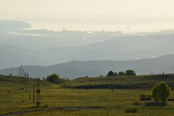 Slavnik je med nedeljskimi izletniki najbolj priljubljen vrh slovenske Čičarije.