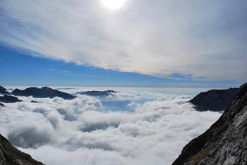 Iz Štruce se lepo vidijo ostali vrhovi Kamniško-Savinsjkih Alp, še posebej Grintovec, Skuta in tudi Peca.