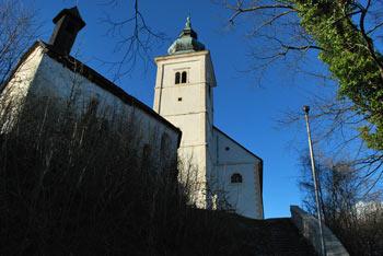Ena cerkev Matere božje in štiri kapele okoli nje se nahajajo na Svetih gorah, enem izmed severnih vrhov Orlice.