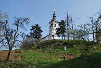 Sveti Nikolaj v Praprotnem Brdu je cerkvica na razglednem griču sredi Rovtarskega hribovja.