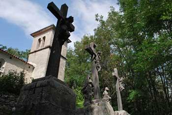 Sveti Pavel nad Ročinjem nudi kratek sprehod skozi gozd.