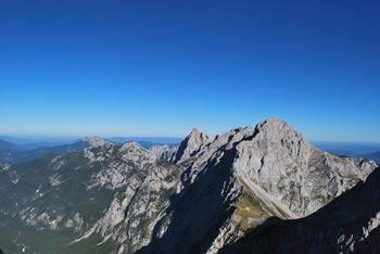 Krožna pot čez Tursko goro je slikovita zelo zahtevna tura, kjer se lepo vidijo koroški hribi.