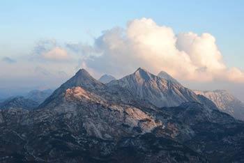 Velika Baba ima markirano pot iz Lepene. Iz nje vodi brezpotje na Lanževico.