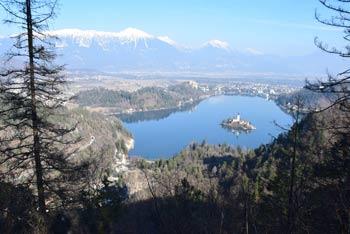 Velika Osojnica je izvrsten razglednik nad Blejskim jezerom.