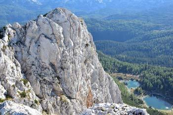 Na Veliko Tičarico, manj obiskan vrh v Julijskih Alpah se odpravimo preko Planine pri Jezeru in mimo Štapc.