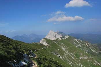 Veliki vrh je najbolj priljubljena gora na Košuti, nanjo pa se povzpnemo preko Kofc.