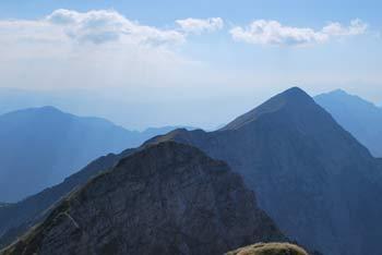 Veliko Kladivo je vrh na grebenu Košute med Velikim vrhom in Košutnikovim Turnom.