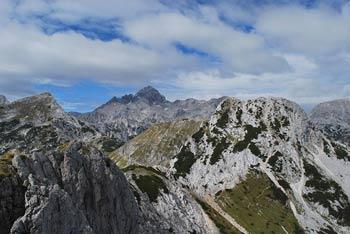 Krožna pot na Viševnik nas vodi preko doline Jezerce mimo Velikega Draškega vrha.