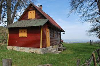 Vrh Jelovic je najvišji vrh Haloz s katerega se vidi vse do Pohorja.