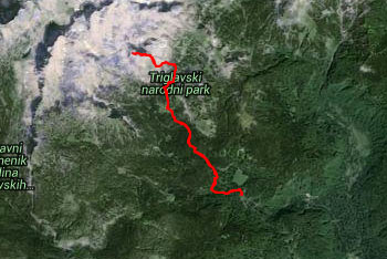 GPS sled prikazuje neoznačeno in zelo zahtevno pot na Debeli vrh. Pride nam zelo prav za hitrejšo orientacijo na ključnih mestih.
