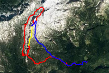 Koča pri Triglavskih jezerih se nahaja na razpotju, ki preko Štapc vodi na Malo Tičarico in naprej proti Planini pri Jezeru ali proti Komni in Bogatinu.