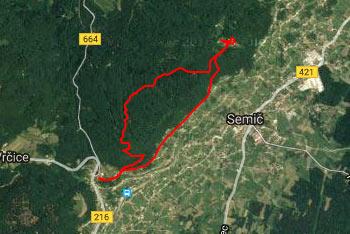 Pot po Semiški gori do Smuka je dobro označena in tudi obiskana.