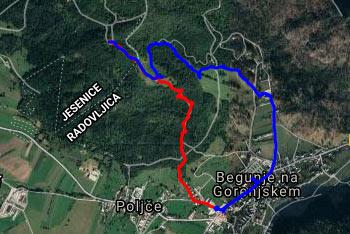 Pot do Svetega Petra nad Begunjami je lepo označena, gps navigacija pa nam pride prav v megli.